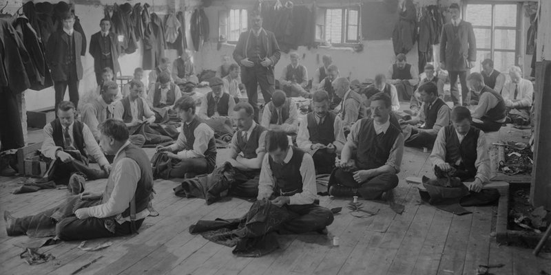 Photo of a sweatshop from around the turn of the 19th century