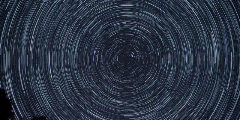 Time lapse night photo of stars rotating around Polaris